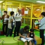 子どもたちの遊び場もあり、時間を区切って使っている