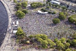 5月3日 横浜臨港パーク 憲法集会空撮。予想を上回る3万人が参加。